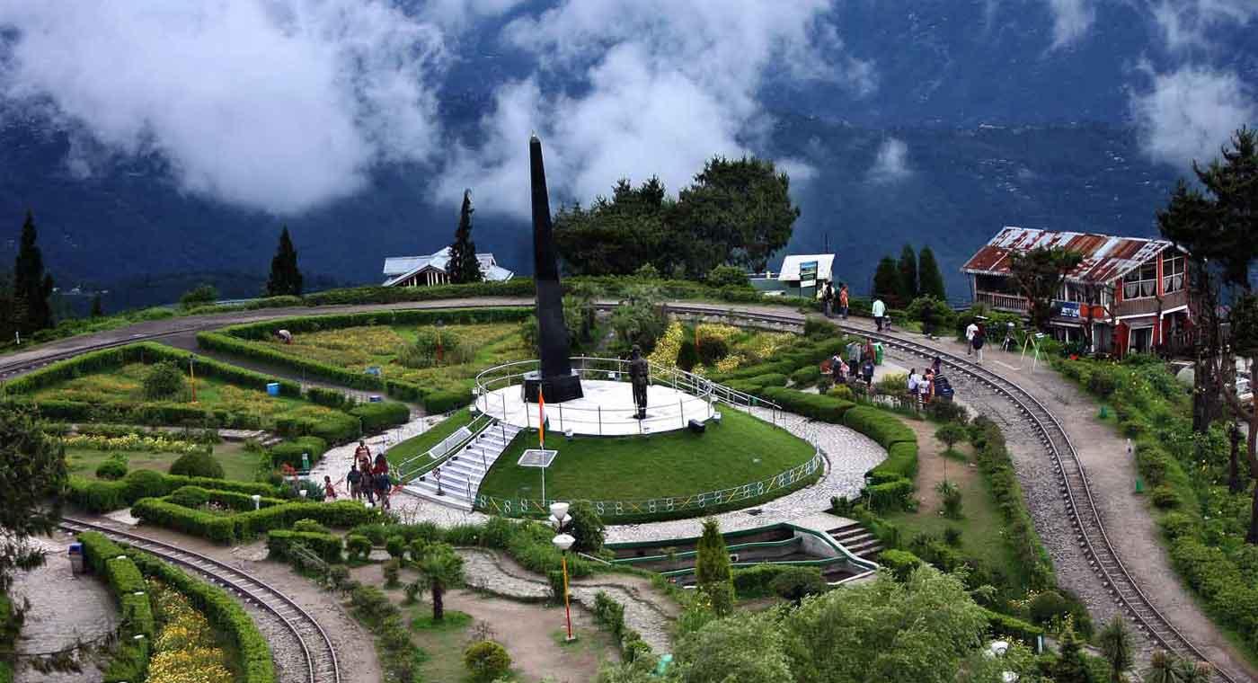 luxury tea resort in india, luxury tea hotels in darjeeling, tea estates in darjeeling, tea retreat in india